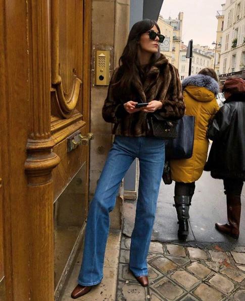 короткая шуба и джинсы-клеш